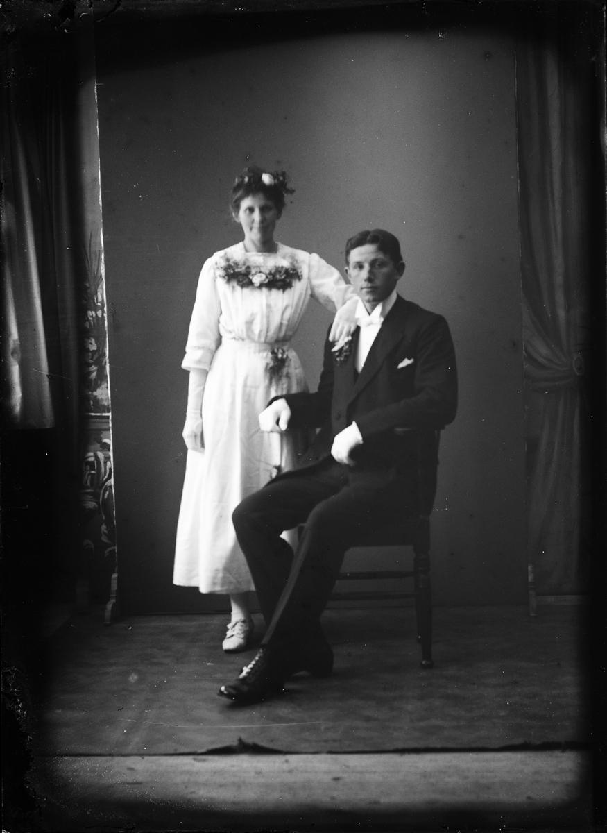 Ateljéporträtt - man och kvinna, Alunda, Uppland