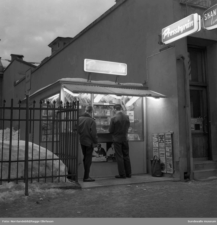 Pressbyråkiosk vid Esplanaden 15, intill Svea-biografen.
