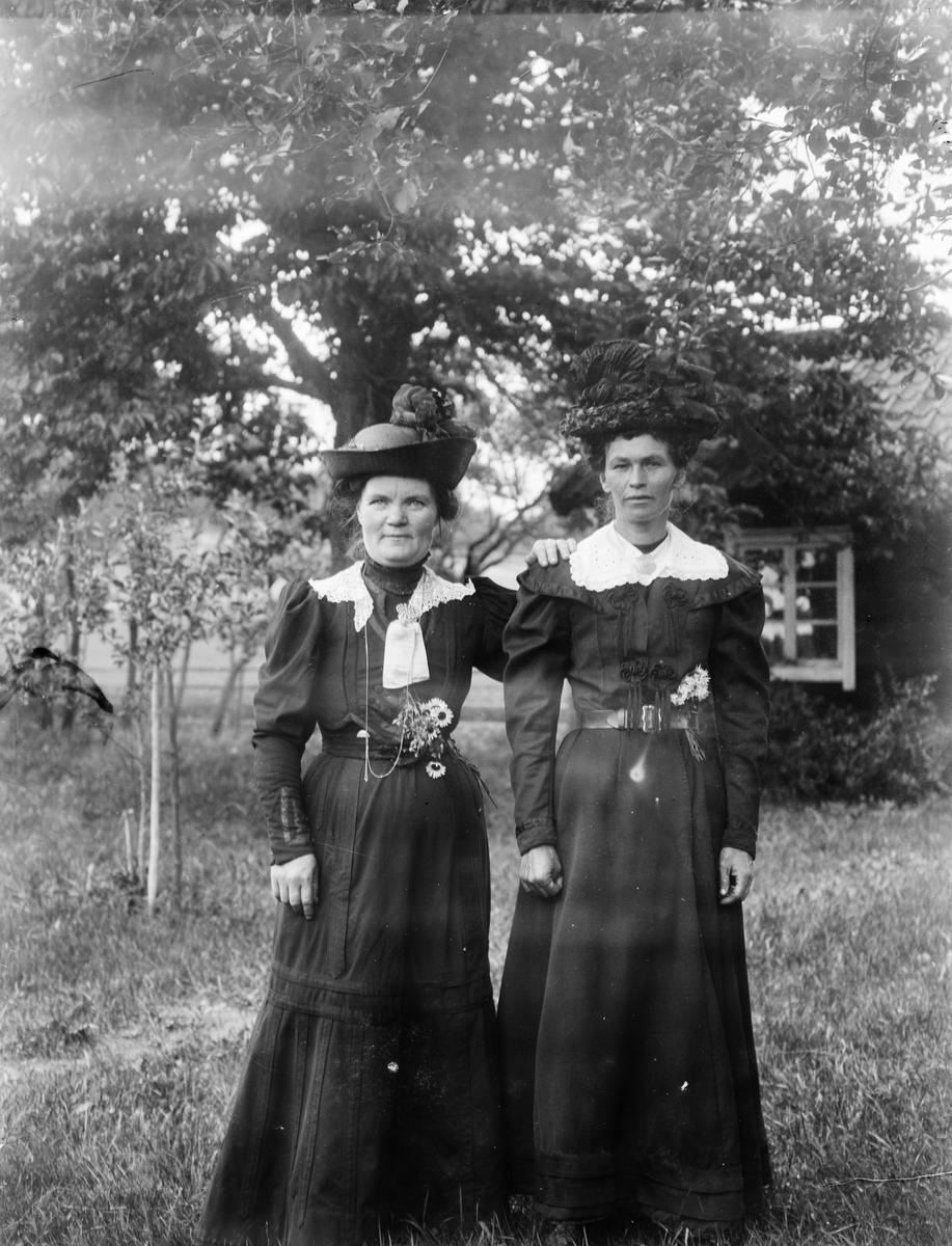 """Jenny och Hilma Ekblom Altuna"", Uppland 1918"