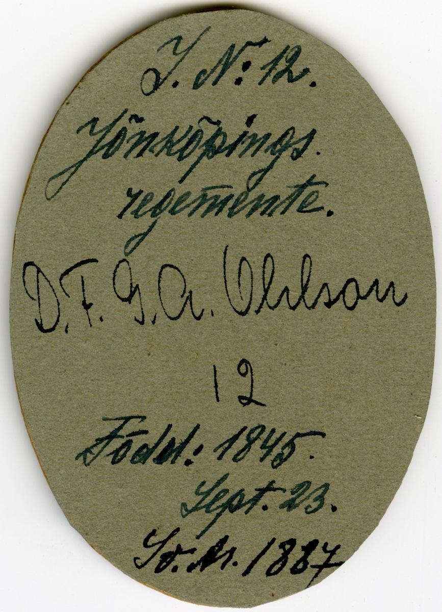 Porträtt av David Fabian Gustaf Adolf Ohlson, kapten vid Jönköpings regemente I 12. Se även AMA.0008207, AMA.0008213, AMA.0008223, AMA.0009525 och AMA.0008228.  Gustaf Adolf Ohlson är känd som uppfinnare av olletröjan.