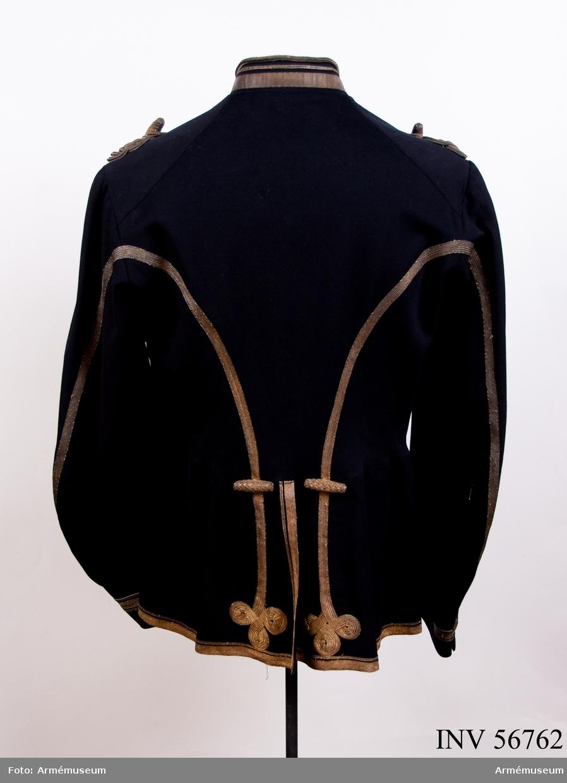 Grupp C I. Vapenrock till stor uniform för adjutant vid Karl XV:s stab.
