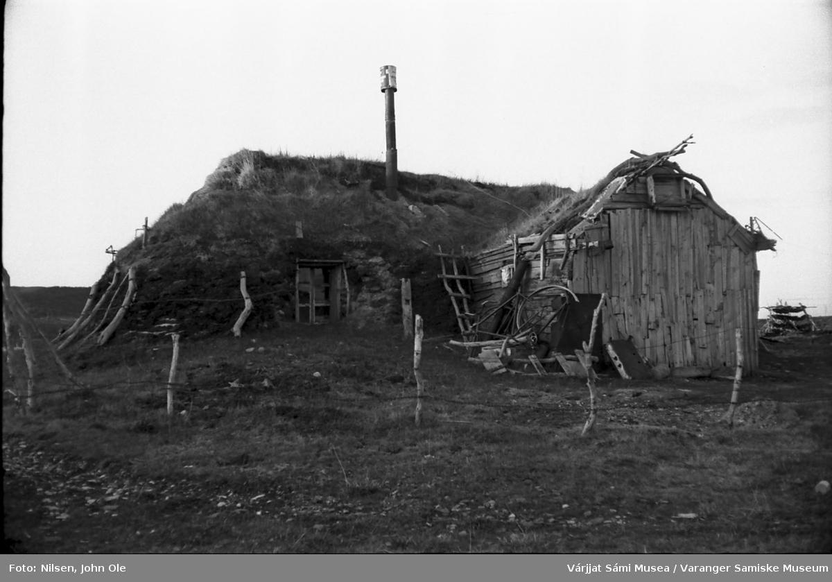 Gamme, Amund Eikjoks i Nesseby 1967. Samme bygning som på VSM.F.000949