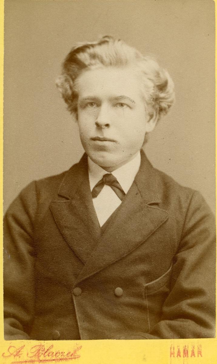 Portrett av P.O Juvkam. Bildet er tatt i 1883.