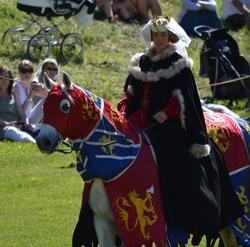 DronningMargrete-til-hest-1-2014.jpg