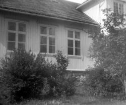Den gamle Brodtkorb-gården på Sommerro i Surnadal, nå 2000 s