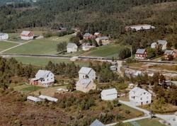Flyfoto fra Tingvoll. Bildet er datert 30. juli 1963, og fot