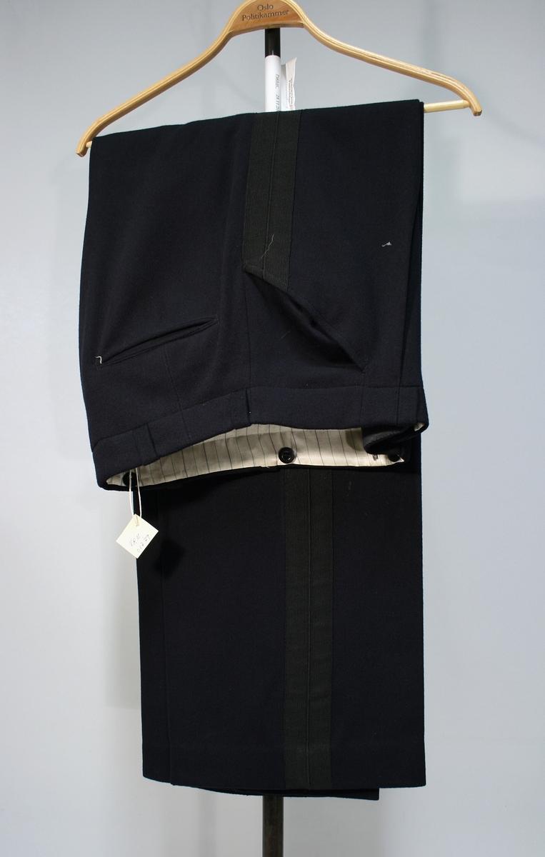 Sort bukse med sort passpoil