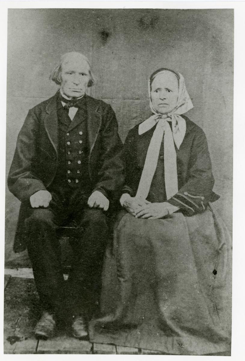 Portrett av Tåmås Olsen langedrag og kona Kari Knutsdatter Langedrag.