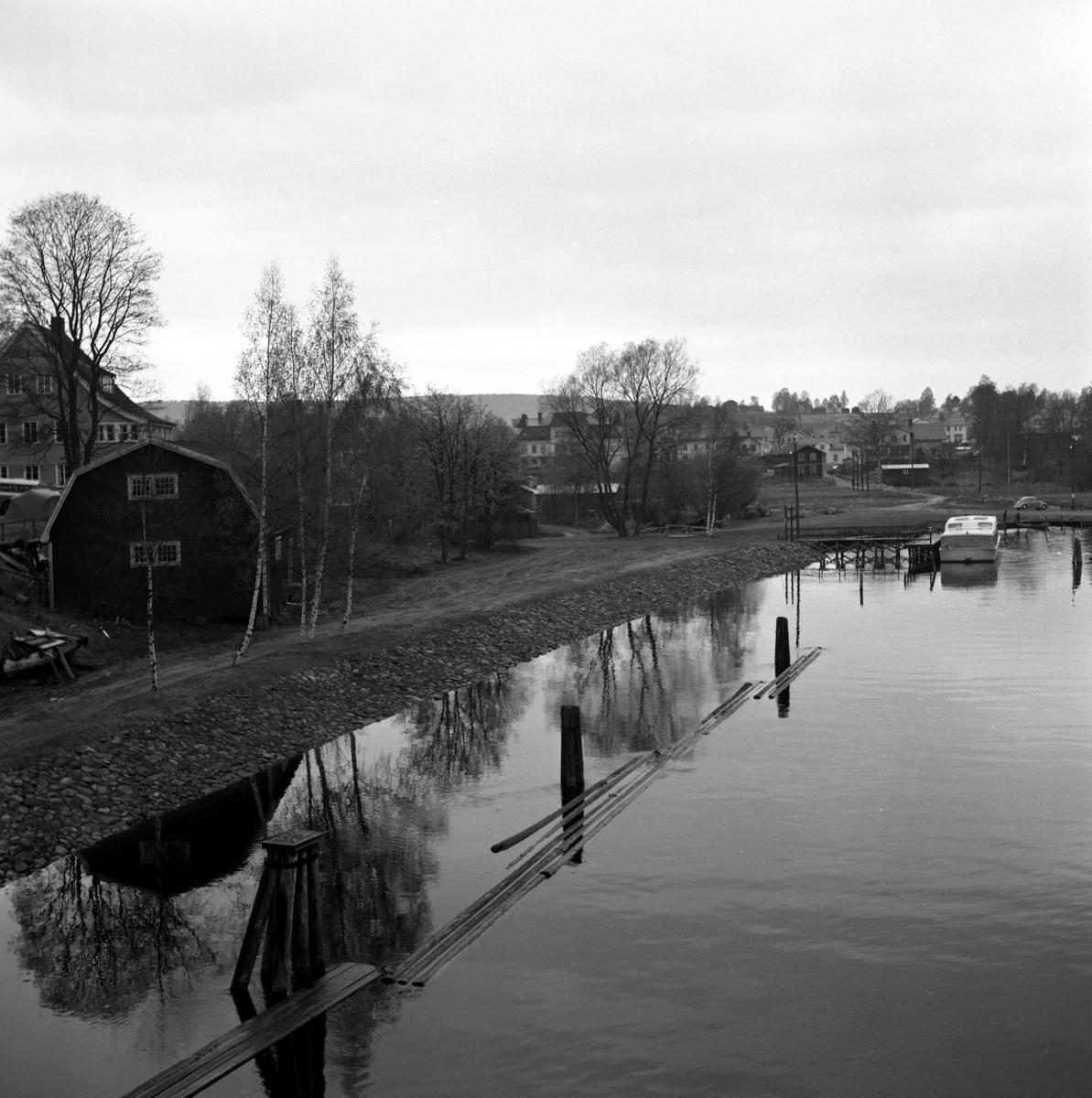 """Någonstans i Värmland - från slutet av 1950-talet. Kommentar från användare: """"Sunne med hotell Nilsson längst till vänster i bild."""""""