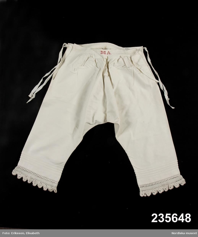 Ett par underbyxor med knälånga ben s.k. kalsonger för kvinna f461cfed35864