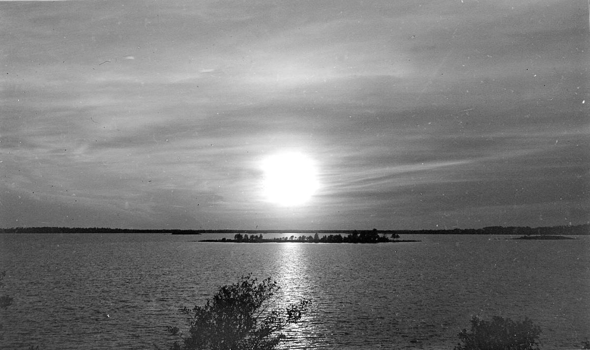 Solnedgång från Biskopen. 1921
