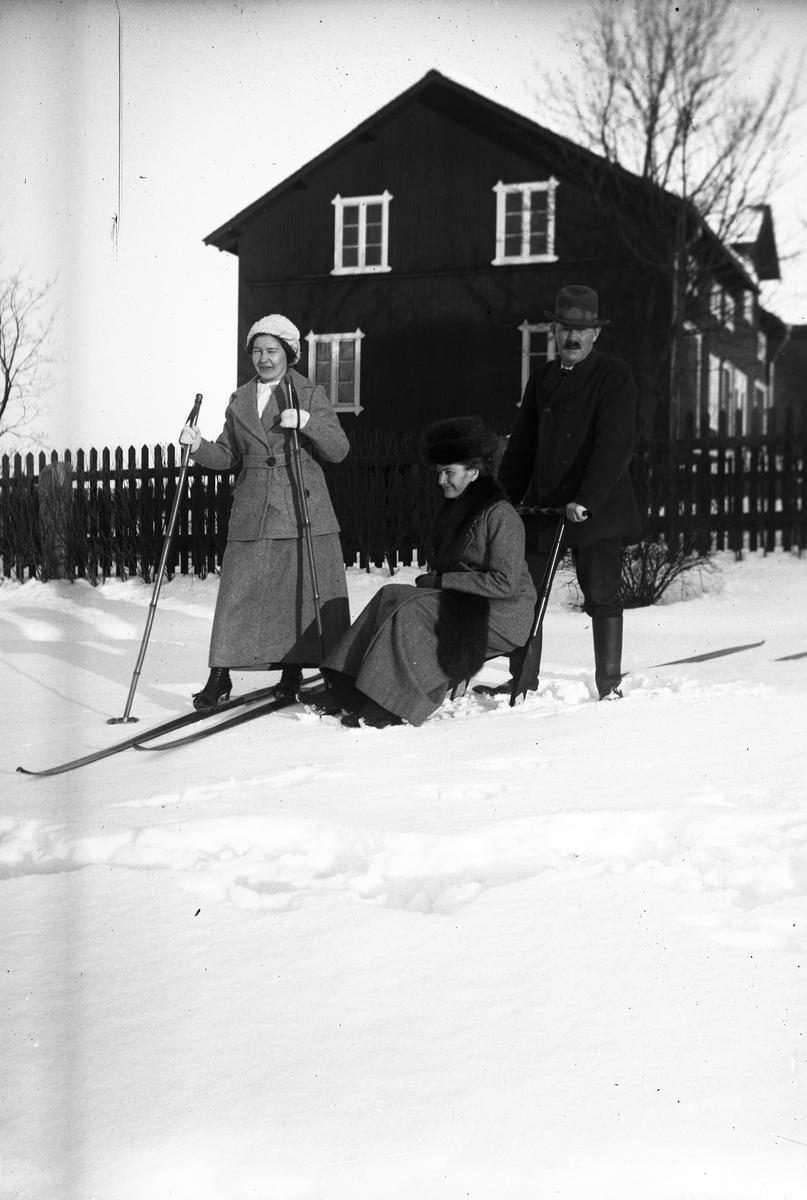 Vinterdag. Tidsomfånget är 1900 - 1940