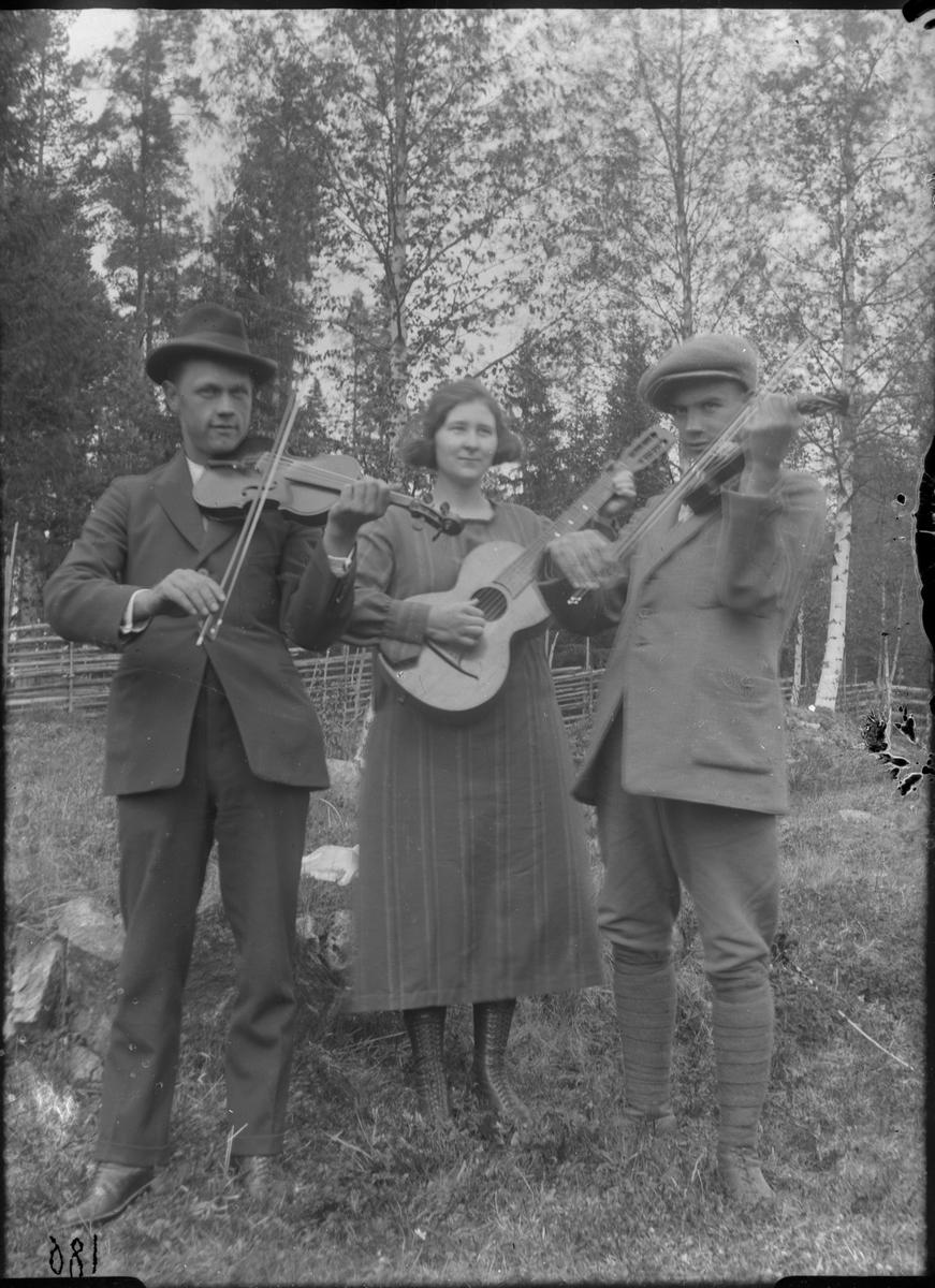 Musicerande trio.