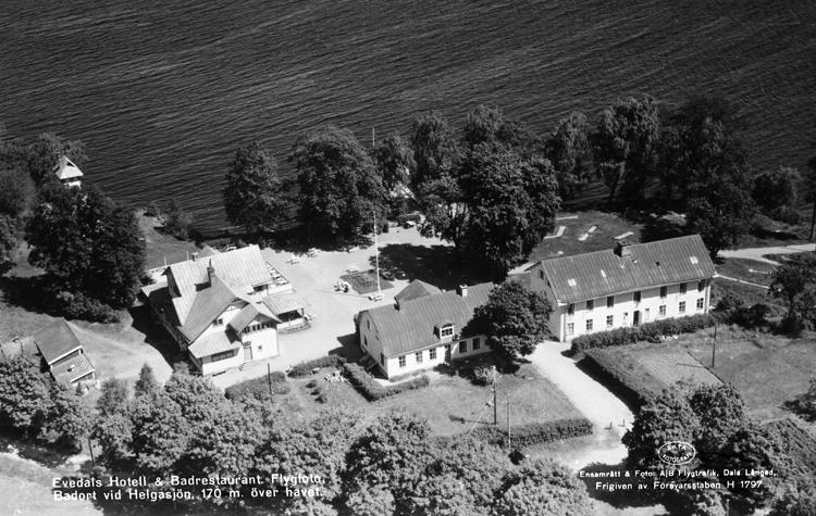 Evedal är ursprungligen en brunnsort, belägen vid Helgasjön 6 kilometer norr om Växjö. Området tillhörde ursprungligen Kronobergs kungsgård. Vid torpet Fällorna upptäcktes 1705 en vattenkälla. På 1790-talet döpte biskop Olof Wallquist området till Evedal efter landshövding Mörners hustru.Smalspåret Växjö-Klavreström drogs förbi år 1895, så man från Växjö enkelt kunde ta sig ut till Evedal, som nu blev Växjöbornas stora sommarnöje.