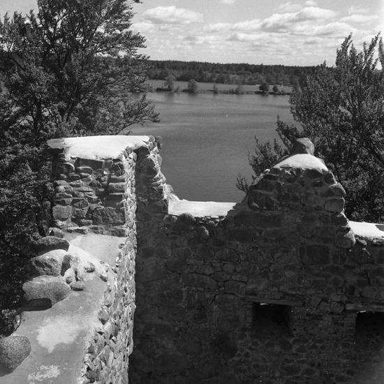Bergqvara slottsruin, nordvästra hörnet från S efter restaureringen. 1953
