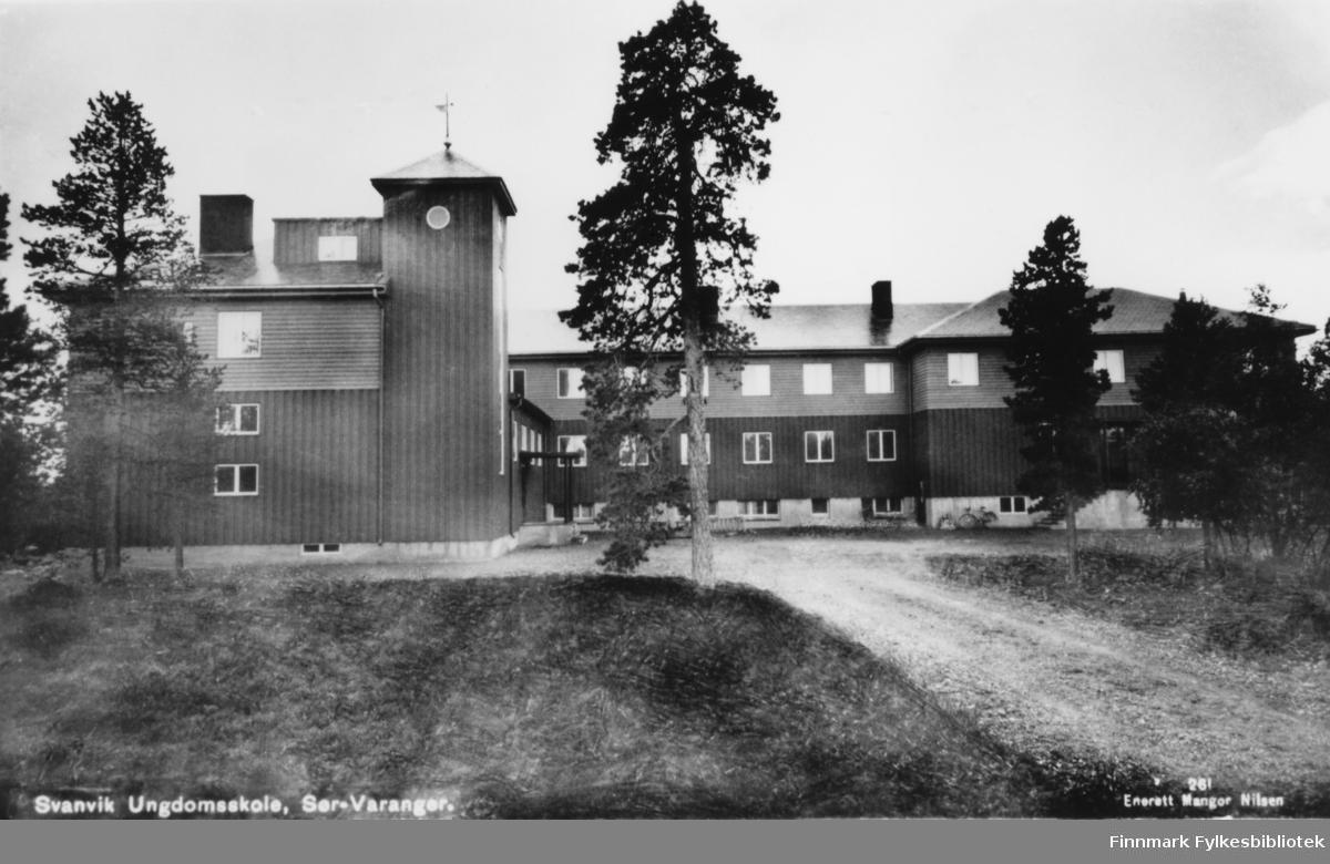 Svanvik ungdomsskole (nå folkehøgskole). Bygging påbegynt 1935.