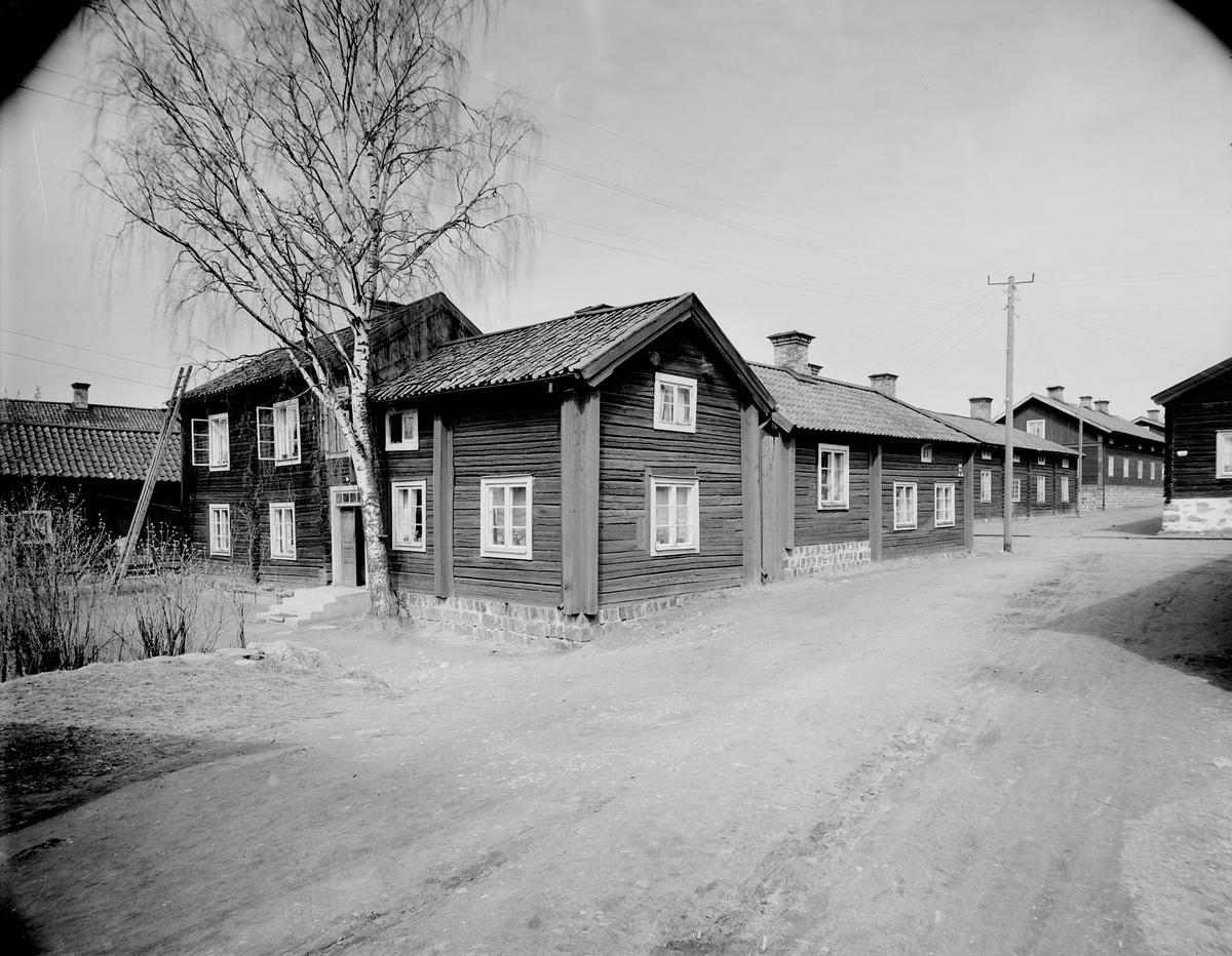 Långshyttan  År 1861 lades den gamla bergmanshyttan ned, samtidigt som en ny hytta togs i drift vilken länge kom att vara Sveriges största. Ett bessemerverk anlades samma år. Därmed var den moderna industrin i Långshyttan född.