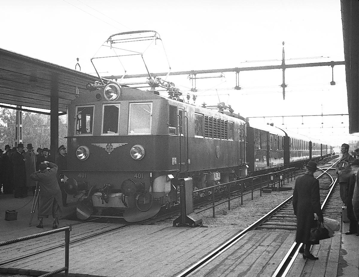 Gefle Dala Järnväg. El-tåget inviges, Gävle - Falun. Oktober 1943