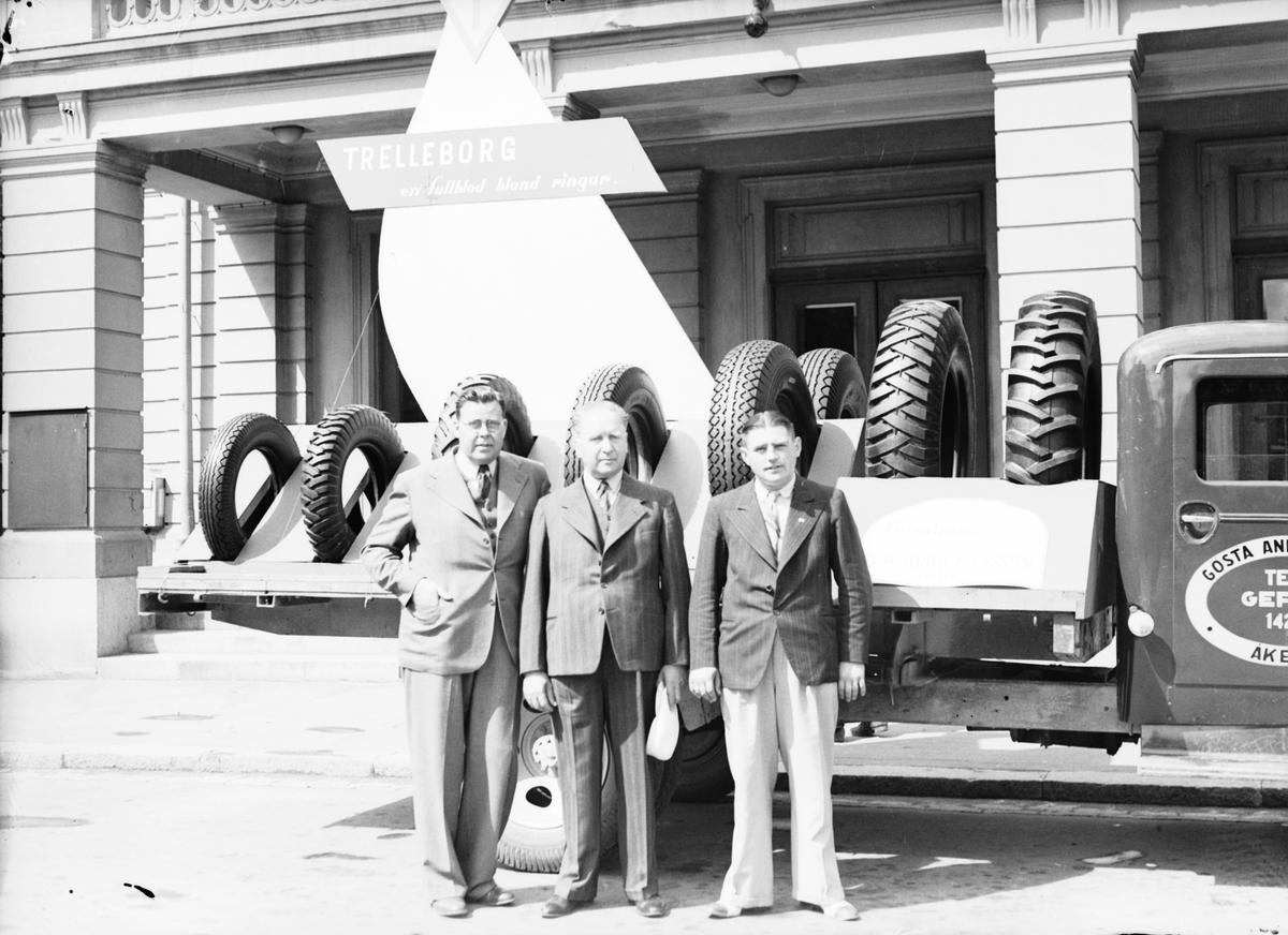 "Trelleborgs Gummifabriks AB. ""En fullblod bland ringare"". Juli 1939. Gösta Anderssons Åkeri. Tel Gävle 1429"