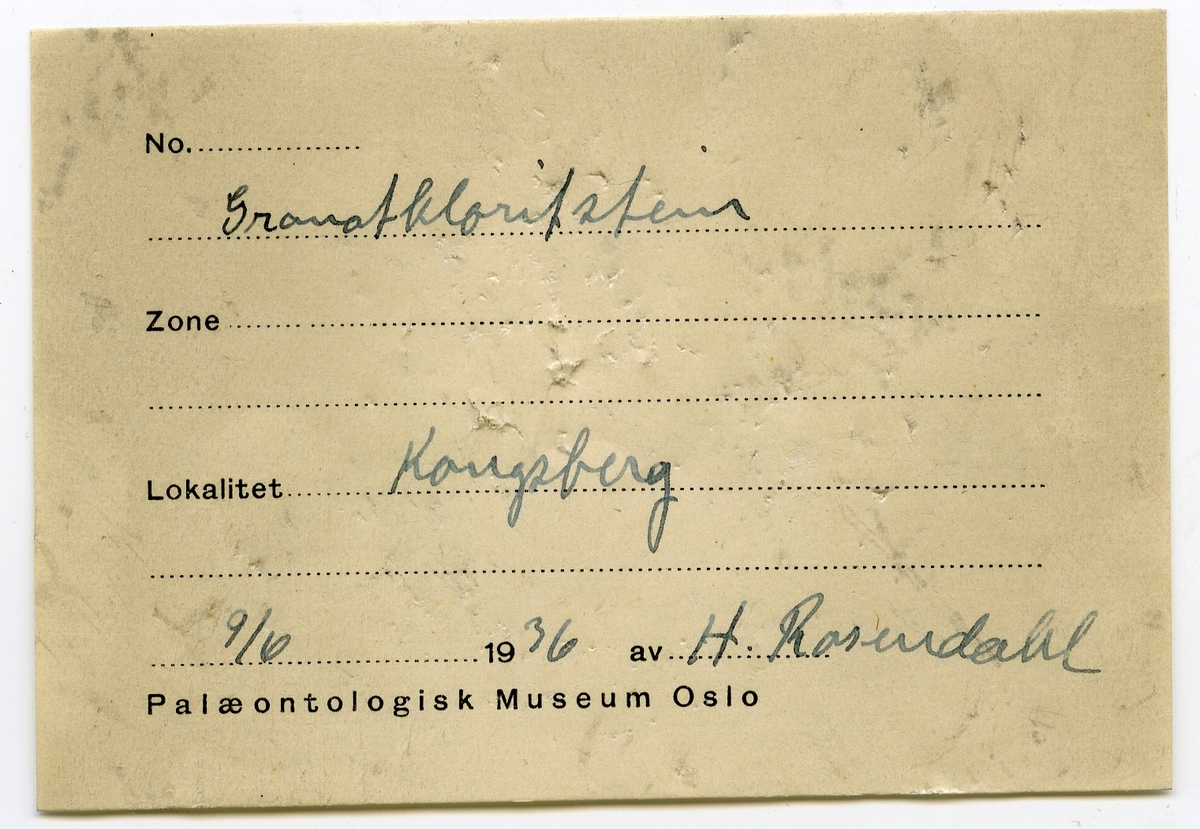 Etikett i eske: Granatkloritstein Kongsberg 9/6 1936 H. Rosendahl