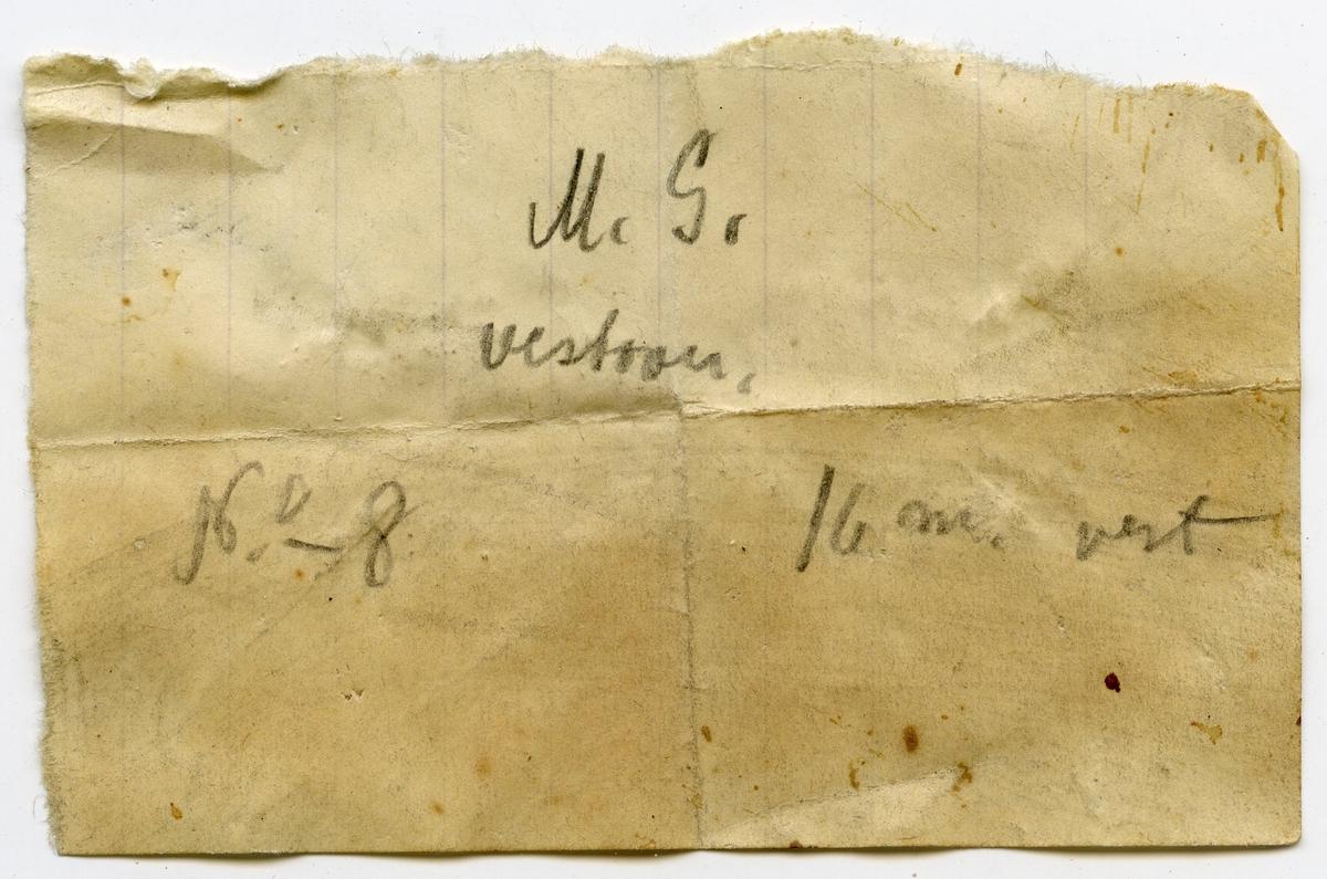 Lapp i eske: M.G. vestover No 8. 16 m vest