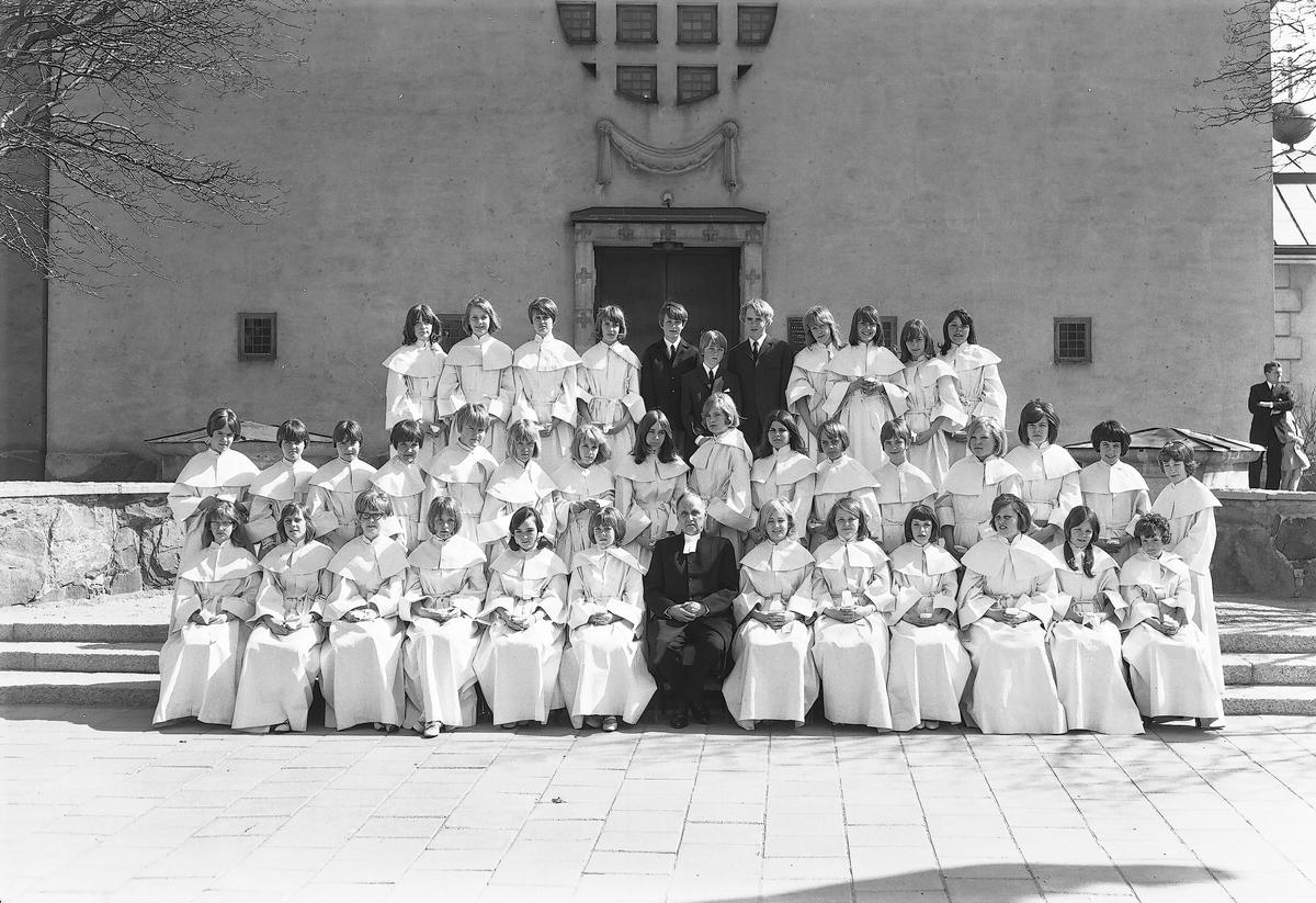 Tjerneld`s konfirmationsgrupp Staffan Kyrka  15 maj 1966