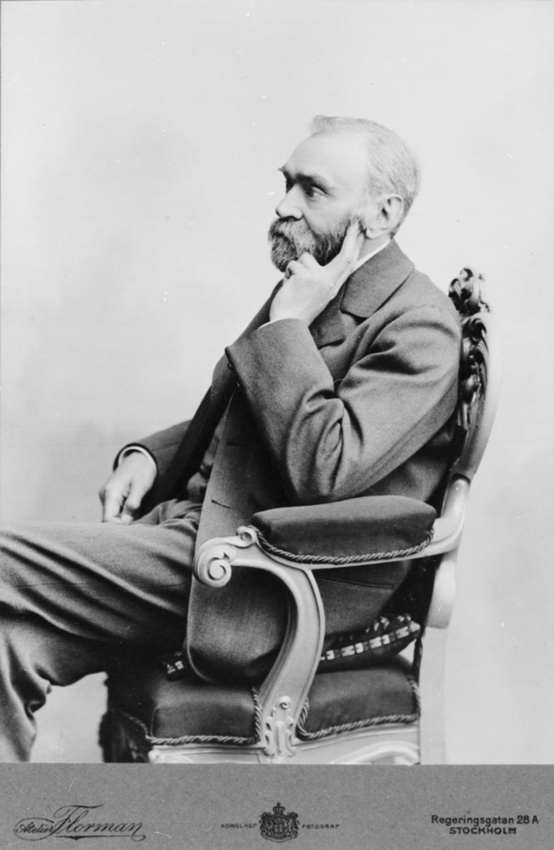 Alfred Nobel är en av de mest berömda svenskarna genom tiderna. Han uppfann dynamiten och tog patent på 355 uppfinningar under sin livstid. Alfred Nobels testamente gav Sverige Nobelpriset. Idag är det världens mest kända pris.