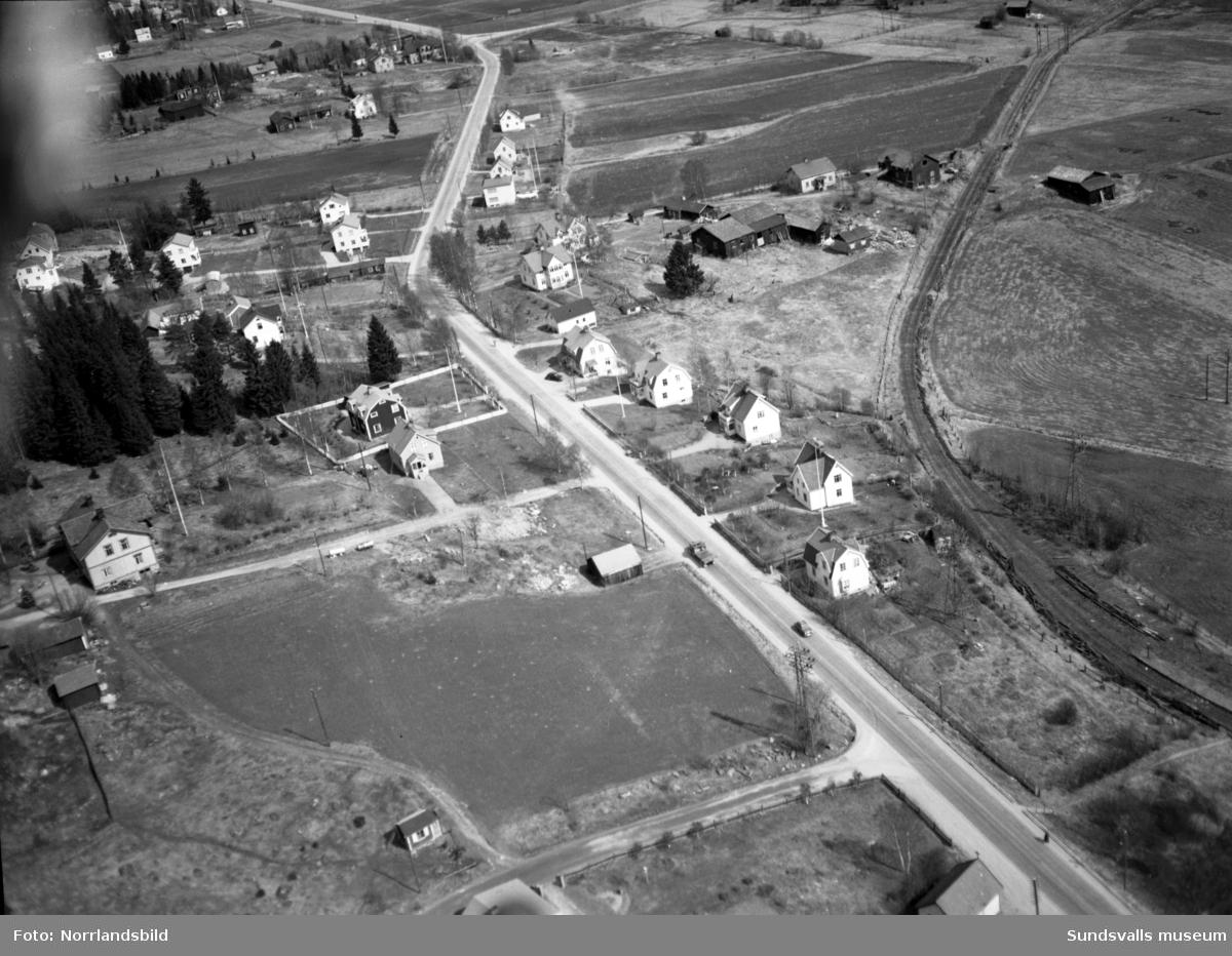 Flygfoto över Bydalen. Spårvagnslinjen till Skönvik är nyligen nedlagt men ännu är inte motorvägen påbörjad. En del av husen i vänstra delen av bilden finns fortfarande kvar (2016).