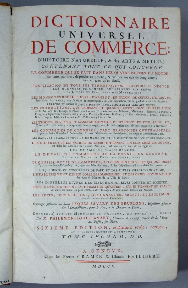 """Bok, halvfranskt band: """"Dictionnaire universel de Commerce"""", vol. II, skriven av Jacques Savary des Brûlons och avslutad av hans bror Louis-Philémon Savary 1723, tryckt av les frères Cramer & Claude Philibert i Genève, Schweiz, 1750.  Bandet med blindpressad rygg, med sju upphöjda bind och ett mörkare titelfält med bindpressad titel. Pärmen klädd i marmorerat papper. Med blåstänkt snitt."""