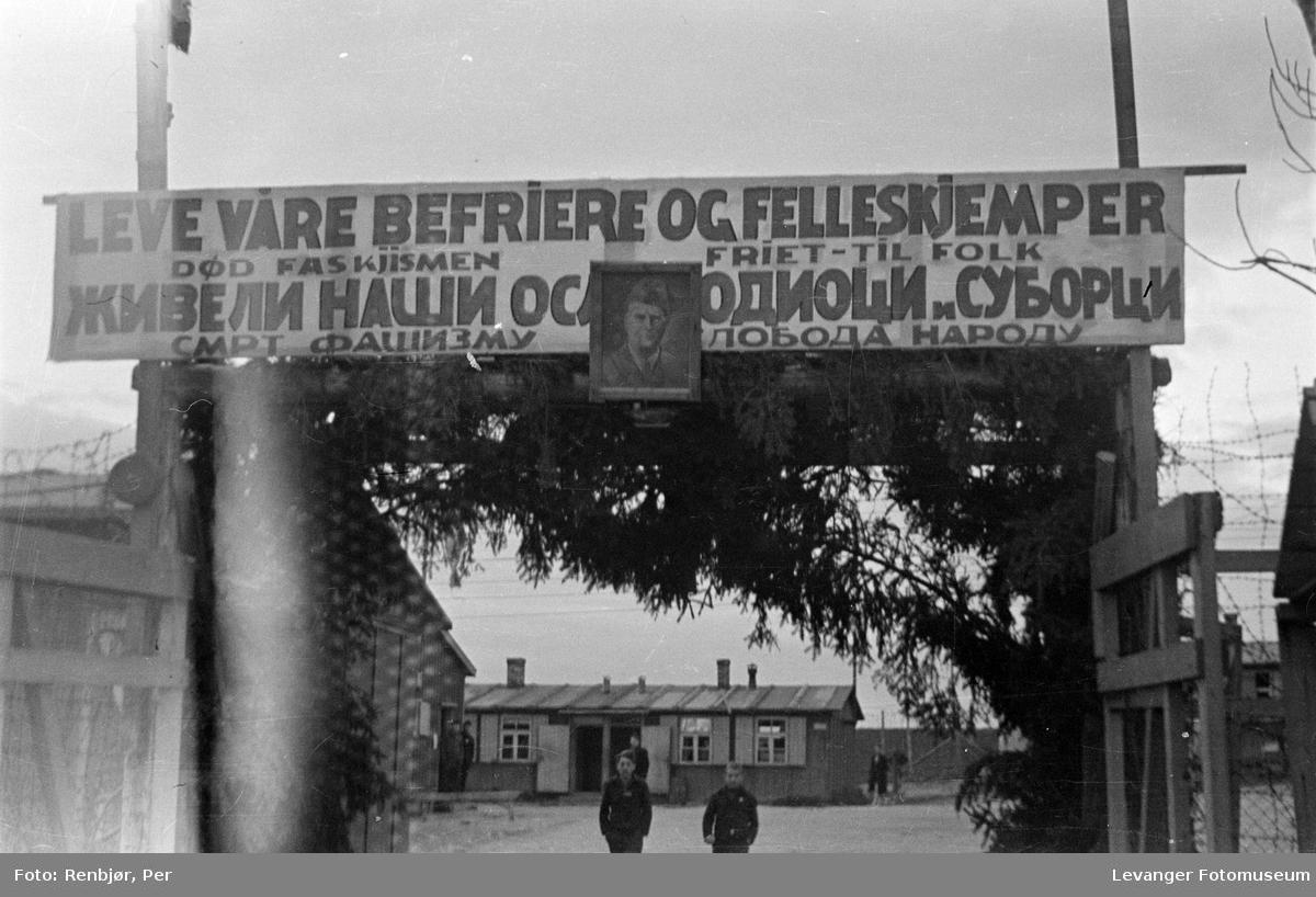Fra en krigsfangeleir trolig i Trondheim, etter frigjøringen