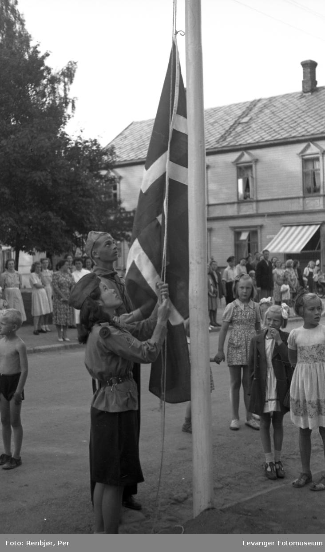 Levangerdagen, heising av flagg speidere.