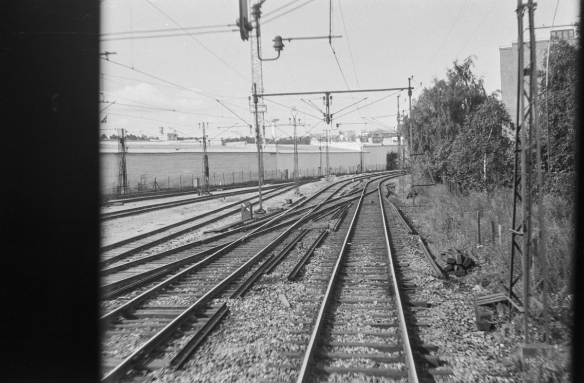 """""""VI KAN"""" Utstillingen Oslo 1938, fotografert fra togvinduet."""