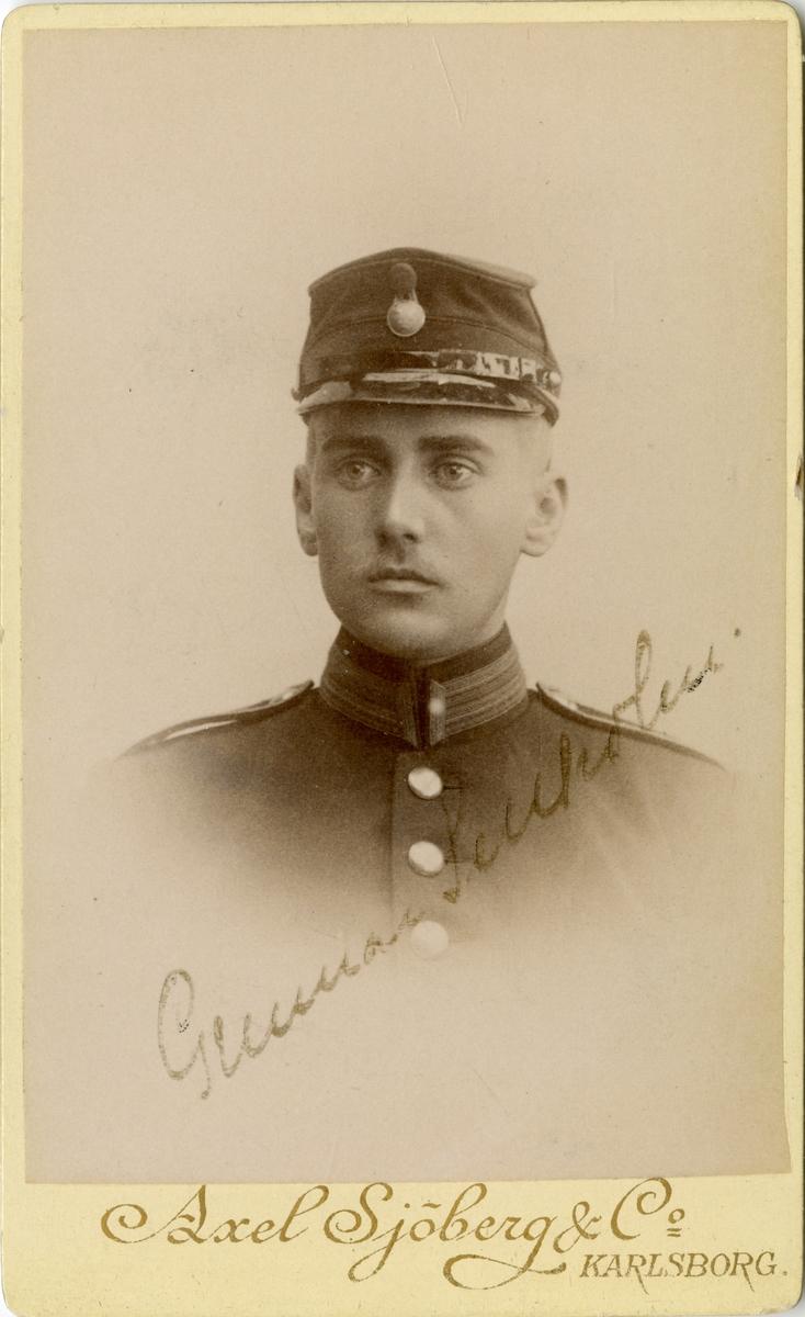 Porträtt av Gunnar Wilhelm Sellholm, löjtnant vid Dalregementet I 13. Se även AMA.0008581.