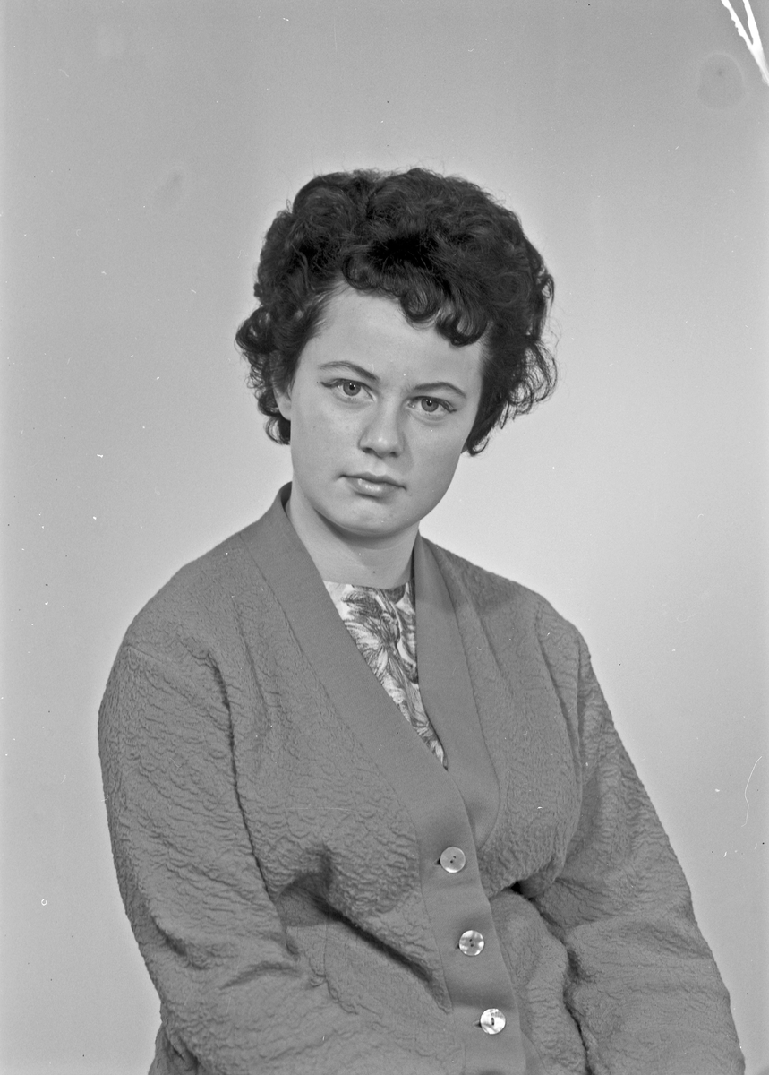 Portrett - ung kvinne - bestiller Gunn Grystøy