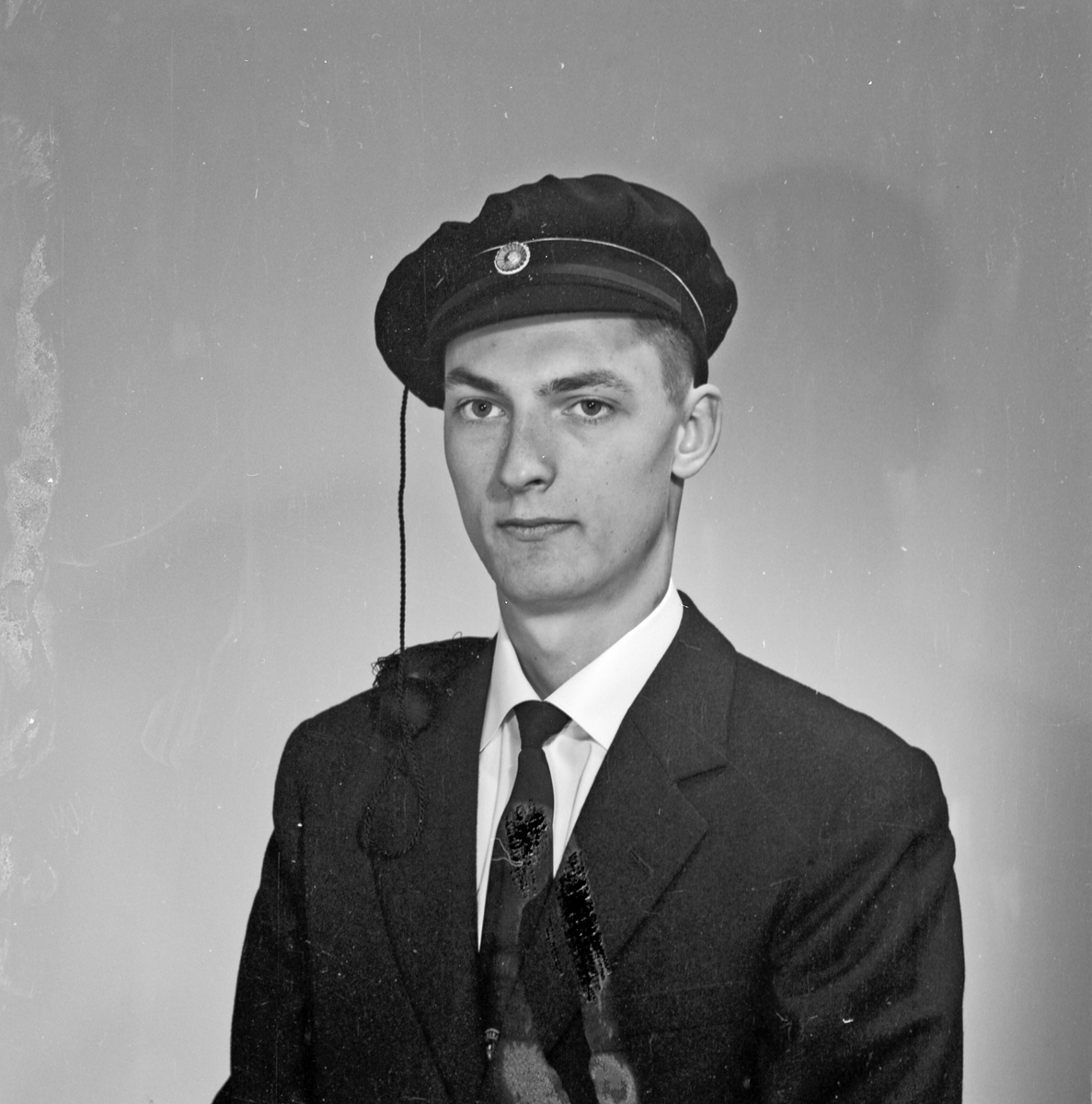 Portrett ung mann med studentlue - bestiller Trygve Bie