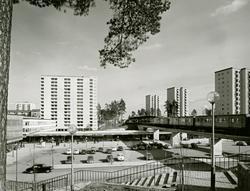 Vy över stockholmsförorten Hässelby Strand. Trappa ner till
