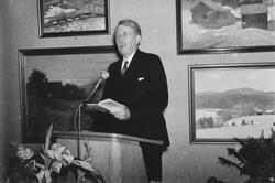 Överintendent Axel Gauffin från Nationalmuseum, håller tal v