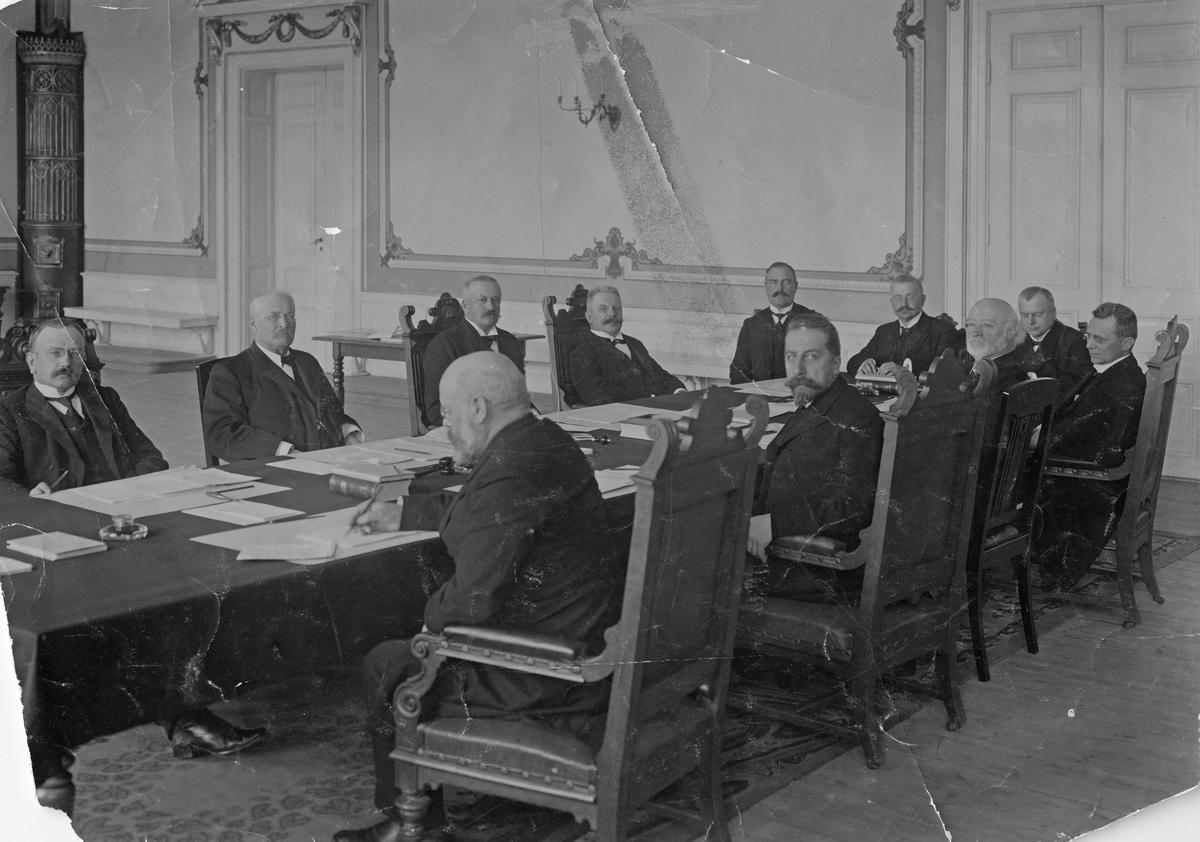Förhandlingskommissionen i Karlstad, då Norge skildes från Sverige 1905 (originalfoto).