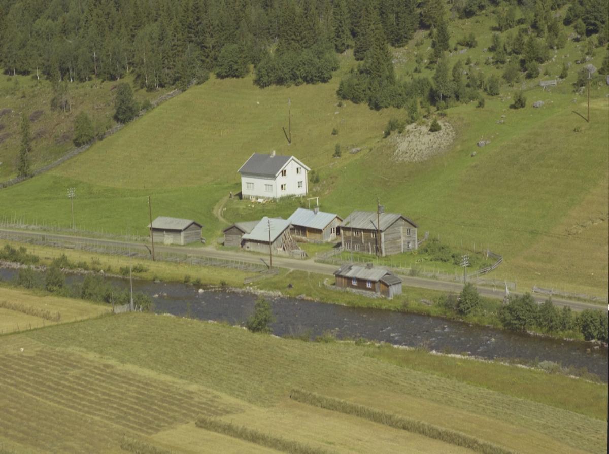 Flinkslått (Slåttet), gårdsbruk, elv, Benna, Gausdal