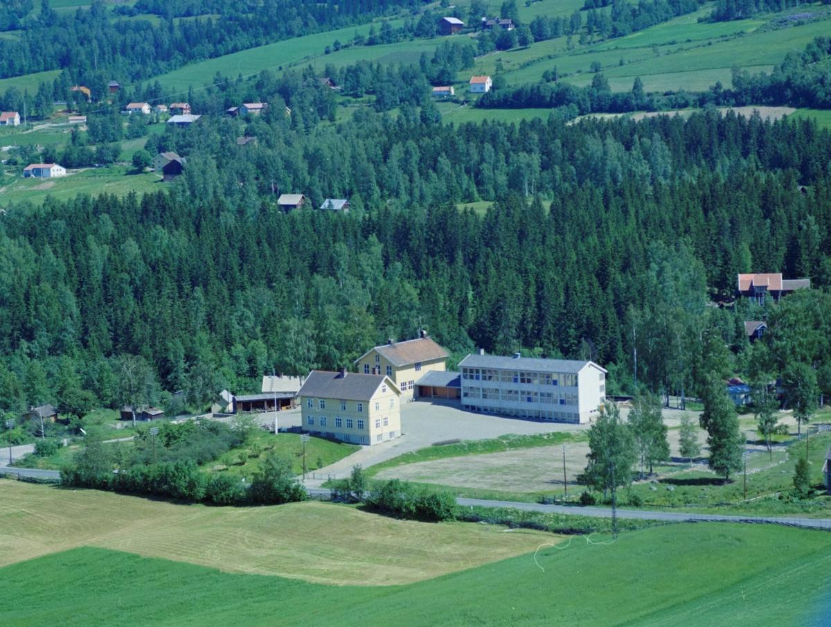 Flyfoto, Lillehammer, Søre Ål.  Søre Ål skole. Hamarvegen går rett foran