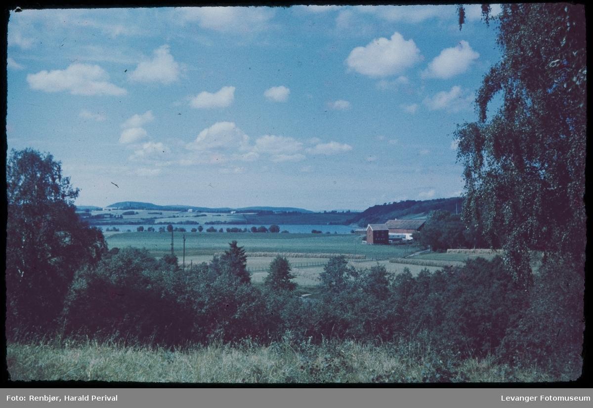 Utsikt mot mot Mo gård og Eidsbotn