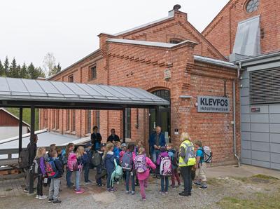 Skoleelver på Klevfos Industrimuseum, Løten 18/5 2016.