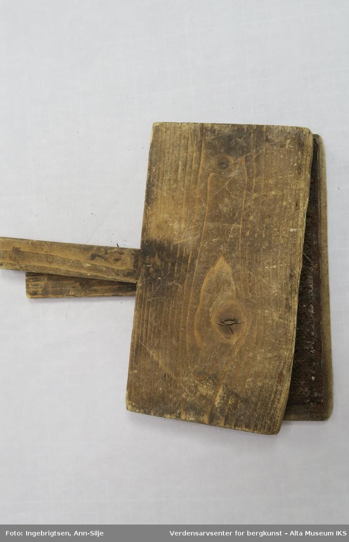 To rektangulære karder med smale håndtak.