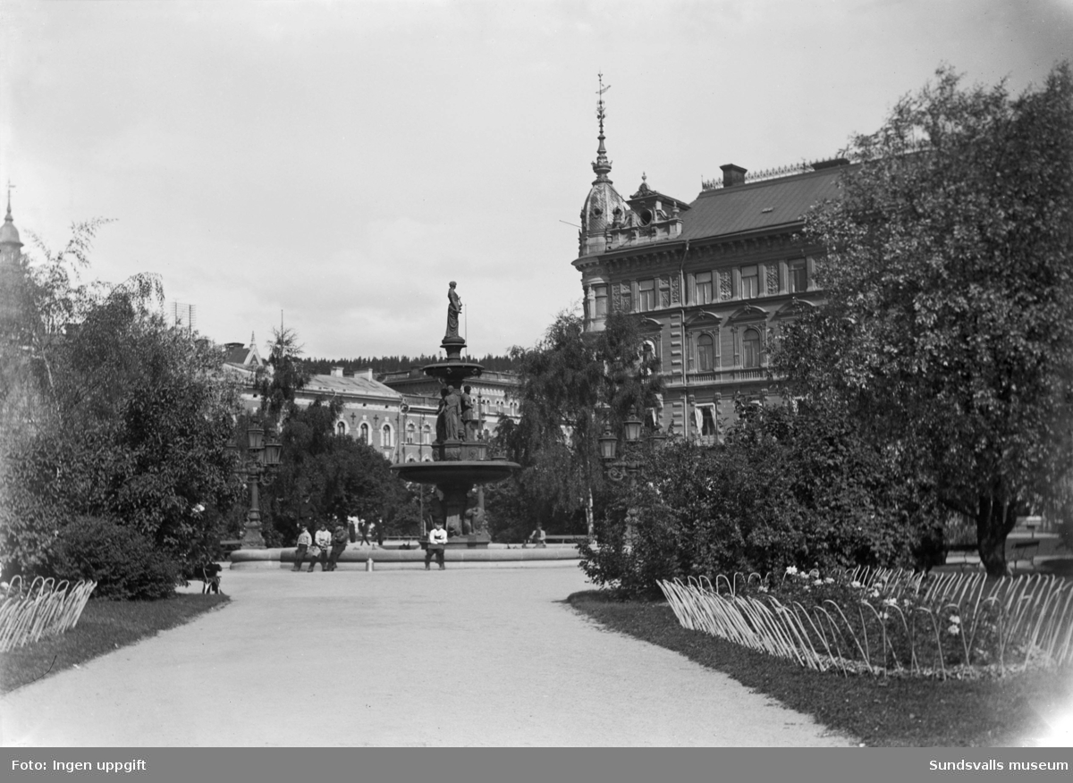 Vängåvan med Kihlmanska huset till höger.