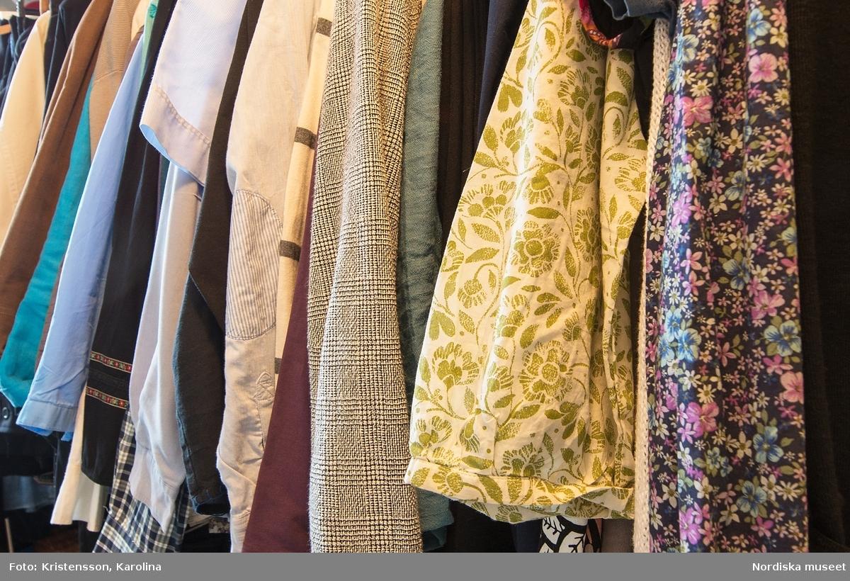 Garderob hos en kvinna i övre medelåldern från Täby, fotograferad till Fataburen 2015