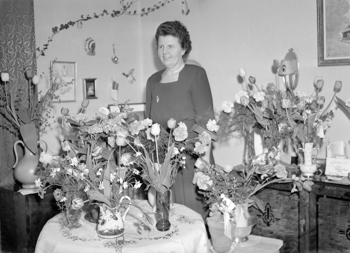 Fru Viklund, Nyvall. Foto i maj 1949.