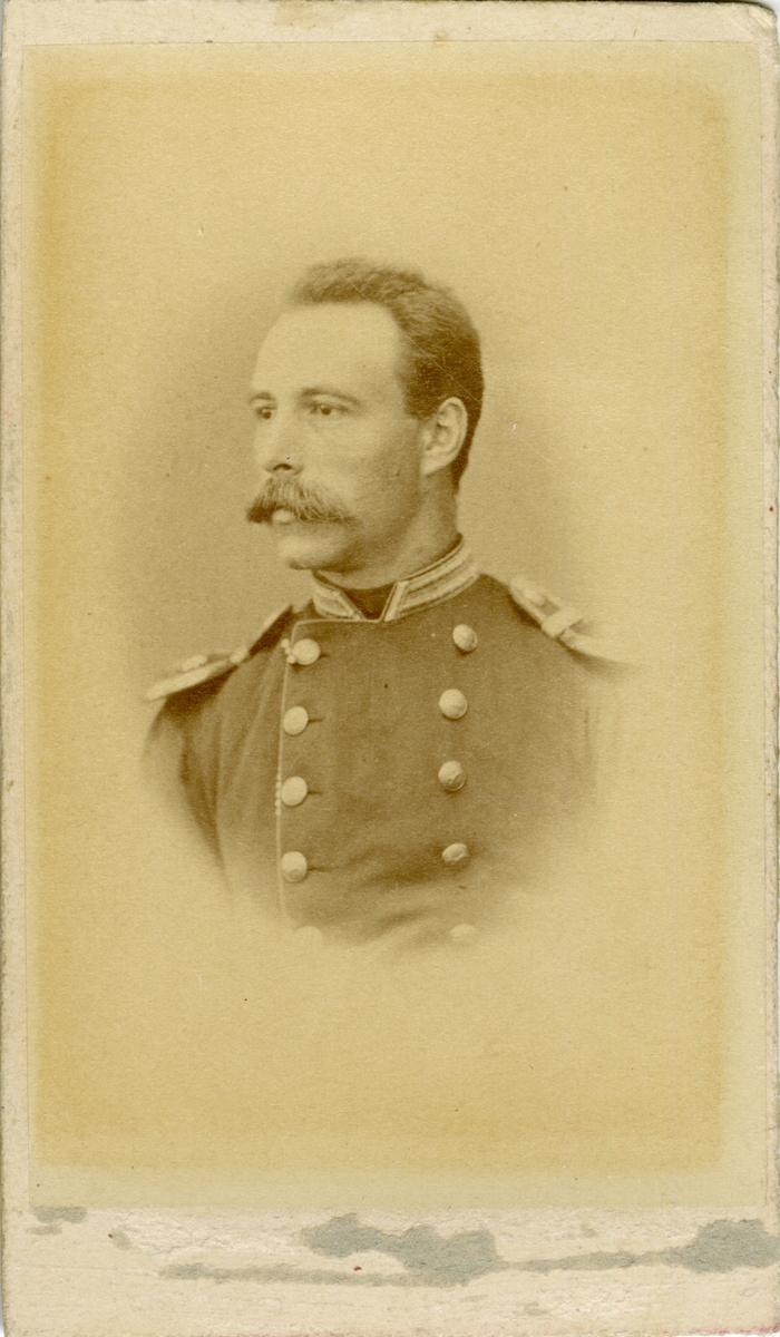 Porträtt av Carl Magnus Axel Wästfelt, löjtnant vid Hälsinge regemente I 14. Se även bild AMA.0009282 och AMA.0009551.