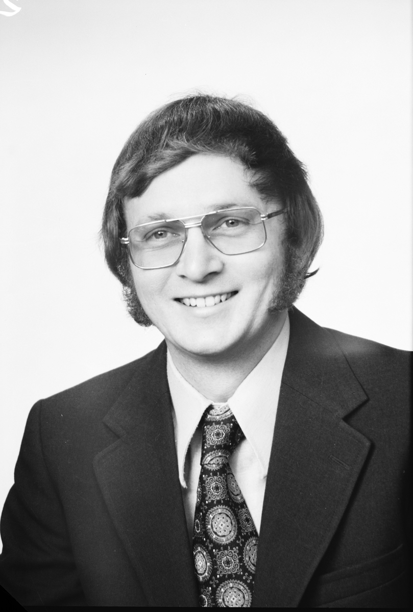 Lars-Göran Davidsson, Årlestavägen 26, 73 100 Köping. Den 24 november 1974.