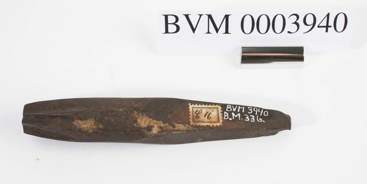 """NTM: """"Fra snekkerverkst. loft i Kongsberg. Til diverse trearbeider."""" Jf. BVM 336."""