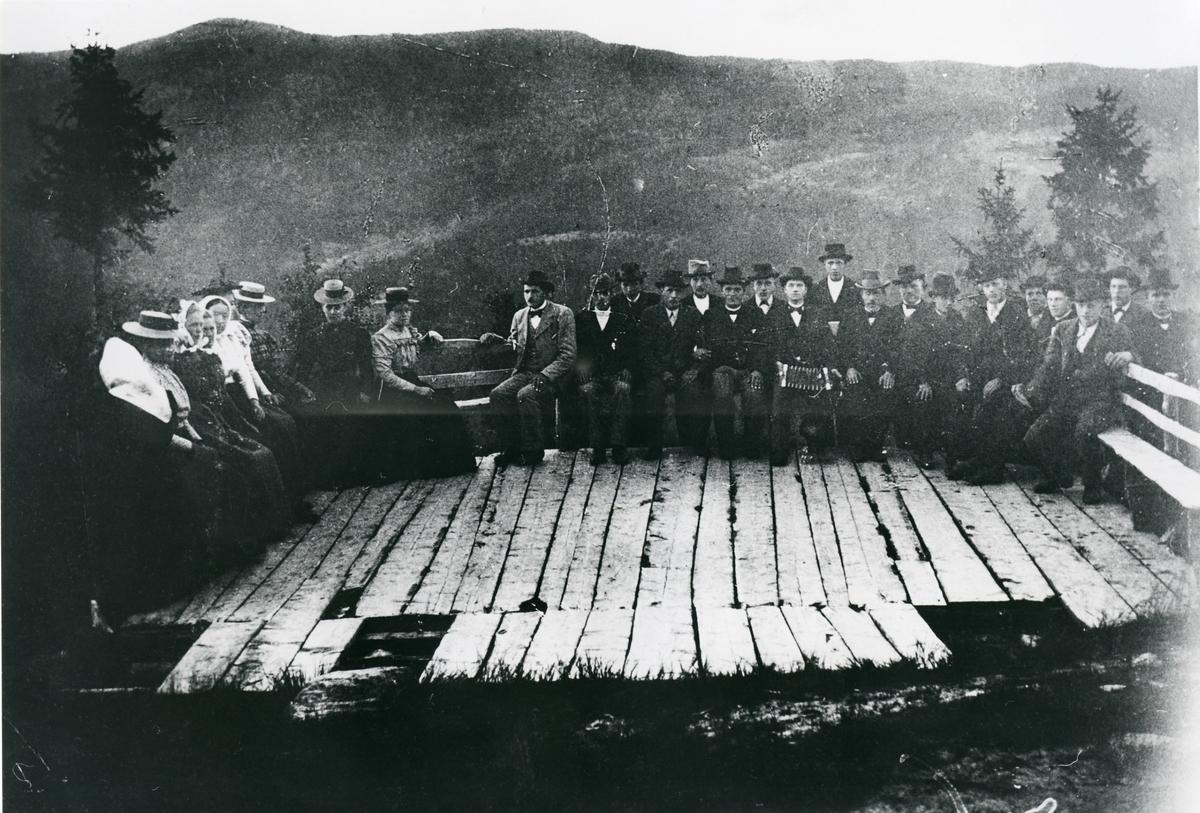 Brattrudberget, dansegulvet, ca 1900.